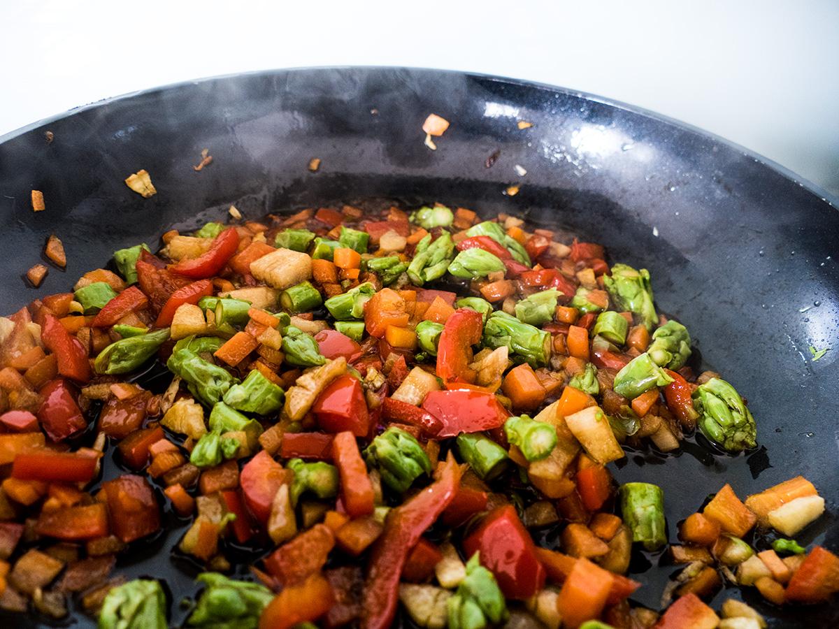 Gemüse in der Pfanne dünsten