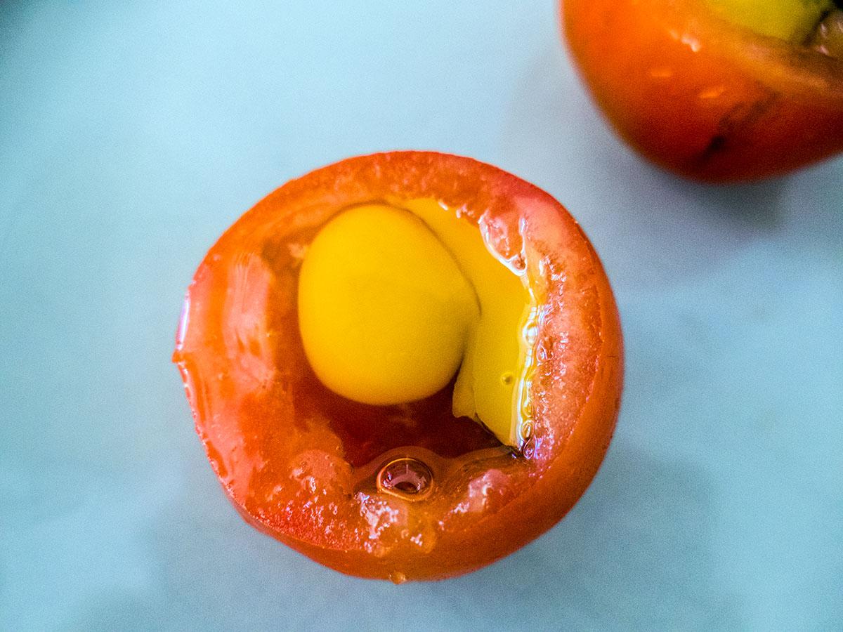 Wachtelei in der Tomate